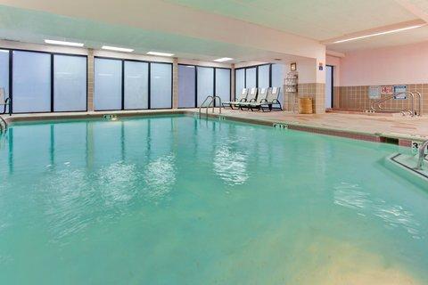 фото Holiday Inn Hotel & Suites Warren 488373511