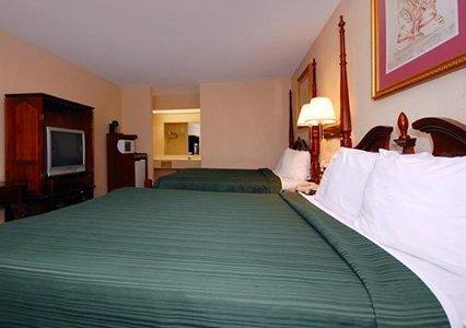 фото Rodeway Inn by Choice Properties 488374442