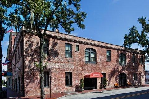 фото Staybridge Suites Savannah Historic District 488378023