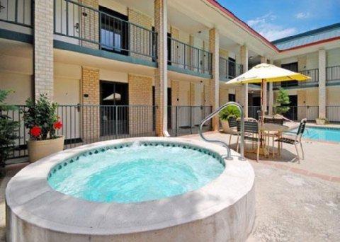 фото Quality Inn & Suites - Addison 488379636