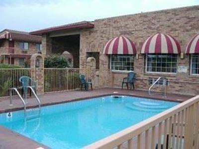 фото Econo Lodge & Suites 488382629