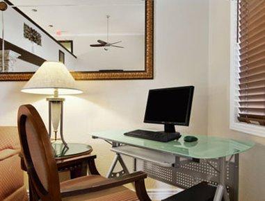 фото Super 8 Hotel Goodyear 488393543