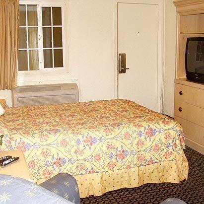 фото Stockton Travelers Motel 488394644