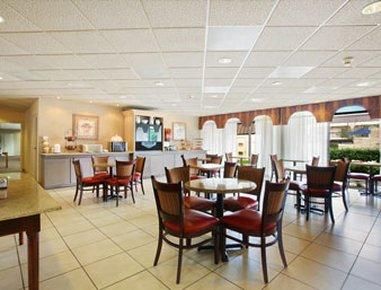 фото Ramada Inn And Suites Hotel 488397199
