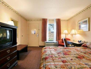 фото Ramada Inn And Suites Hotel 488397201