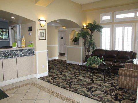 фото La Quinta Inn & Suites Hesperia Victorville 488403503