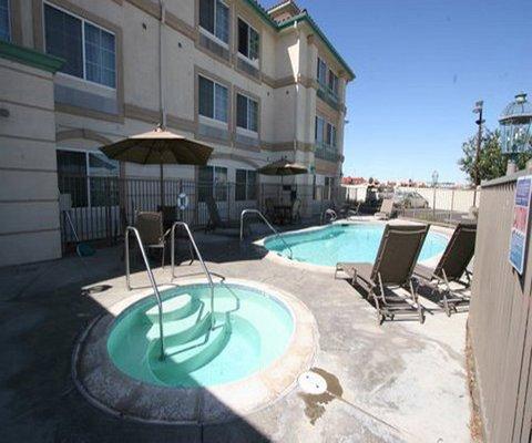 фото La Quinta Inn & Suites Hesperia Victorville 488403513
