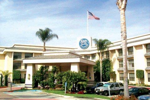 фото Hilltop Suites Hotel 488411309
