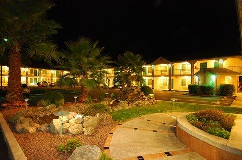 фото Best Western Cloverdale Inn 488414345