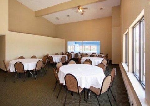фото Rodeway Inn & Suites 488414648