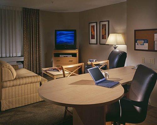 фото Candlewood Suites Milwaukee Airport - Oak Creek 488419809