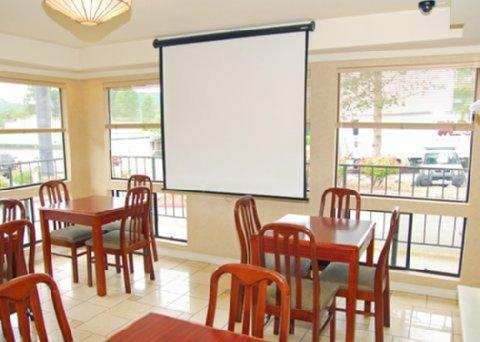 фото Econo Lodge Renton/ Bellevue 488420596