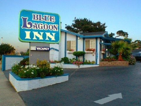 фото The Monterey Fireplace Inn 488424111