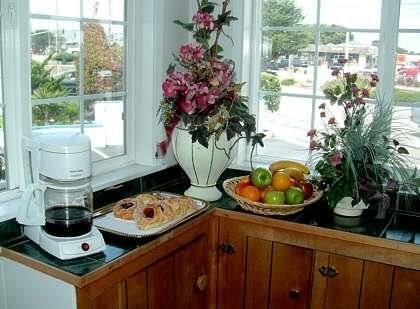 фото The Monterey Fireplace Inn 488424118