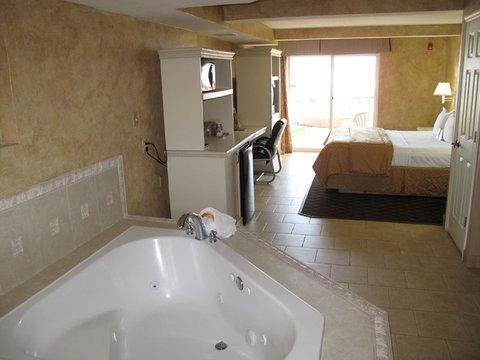 фото La Quinta Inn & Suites Oceanfront Daytona Beach 488425955