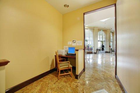 фото Desert Palms Hotel & Suites Anaheim Resort 488429831