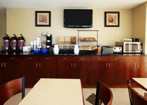 фото Comfort Inn Bellerose 488435422