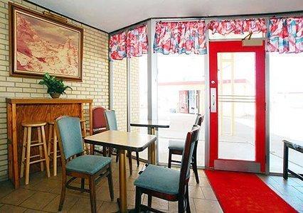 фото Rodeway Inn 488436163