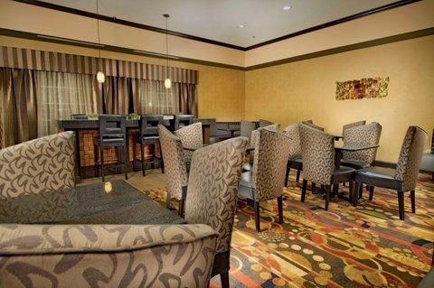 фото La Quinta Inn & Suites Denton - University Drive 488436665