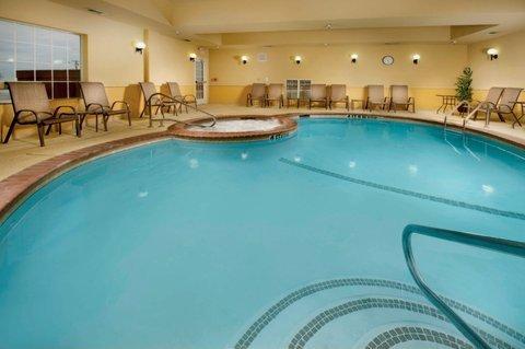 фото La Quinta Inn & Suites Denton - University Drive 488436666
