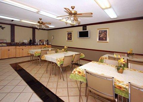 фото Rodeway Inn & Suites Smyrna 488445729