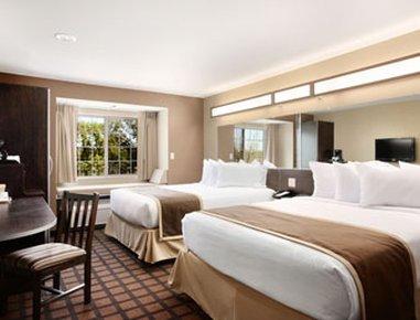 фото Microtel Inn Suites Michigan 488447282