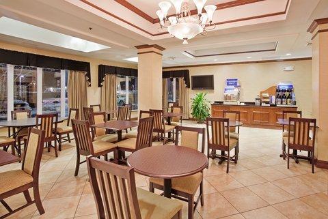 фото Holiday Inn Express & Suites Farmington 488449095