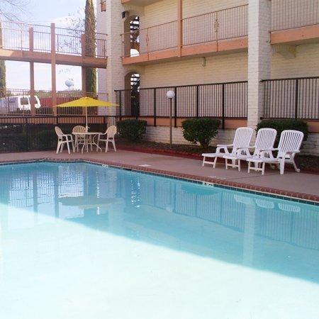 фото Stone Mountain Inn & Suites 488454748