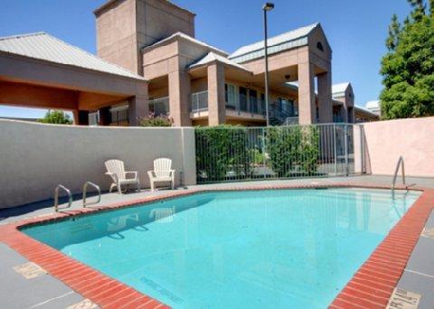 фото Quality Inn Fresno 488462186