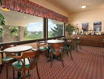 фото Hometown Inn & Suites 488462997