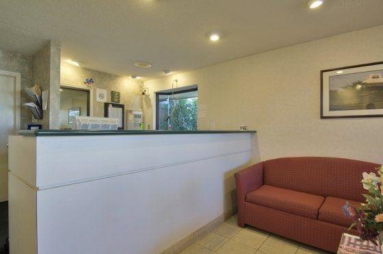 фото Americas Best Value Inn & Suites 488463156