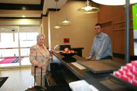 фото Hampton Inn and Suites Cleburne 488463989