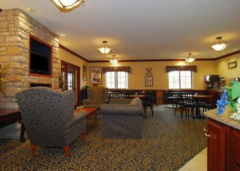 фото Comfort Suites Stevensville 488469031