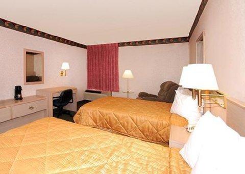 фото Quality Inn Near Six Flags St. Louis 488469271