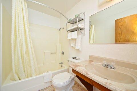 фото Americas Best Value Inn McPherson 488472293
