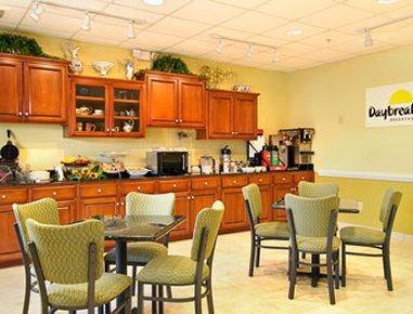 фото Days Inn and Suites Port Wentworth-North Savannah 488511077