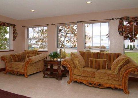 фото Comfort Suites Mackinaw City 488514604