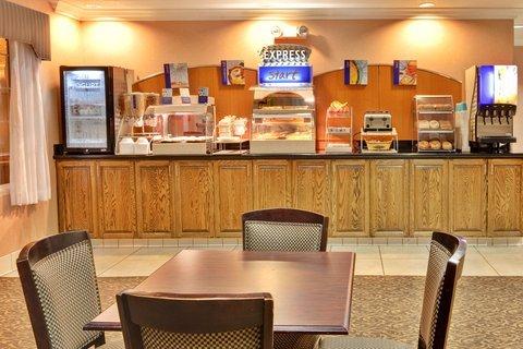 фото Holiday Inn Express Delano 488517503
