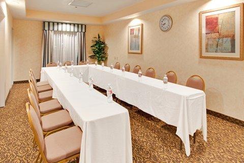 фото Holiday Inn Express Delano 488517512