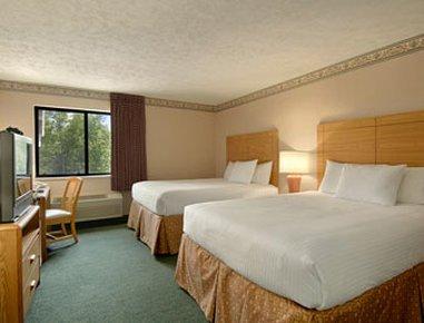 фото Baymont Inn & Suites Traverse City 488520869