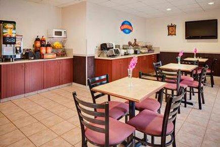 фото Baymont Inn & Suites Coralville 488521325