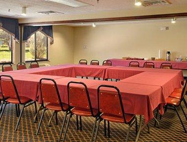 фото Baymont Inn & Suites Coralville 488521338