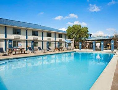 фото Days Inn & Suites Laredo 488521723