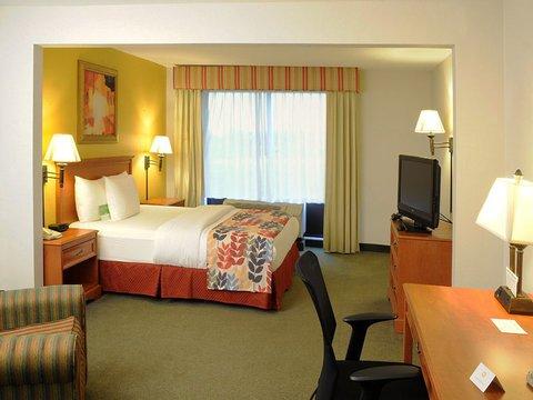 фото La Quinta Inn & Suites Springfield Airport Plaza 488521782