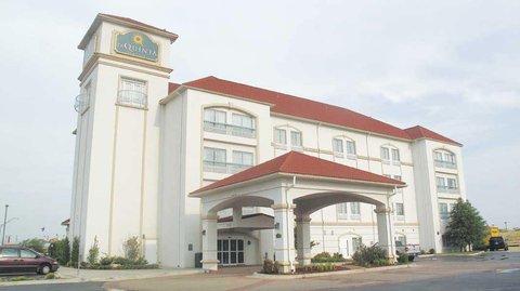 фото La Quinta Inn & Suites Oklahoma City - Moore 488523633