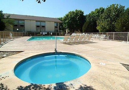 фото Quality Inn & Suites Albuquerque 488536925