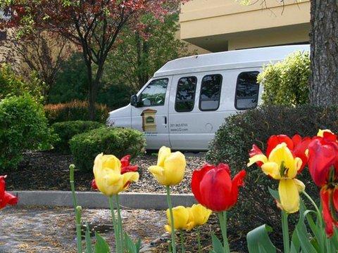 фото La Quinta Inn & Suites Secaucus Meadowlands 488538110