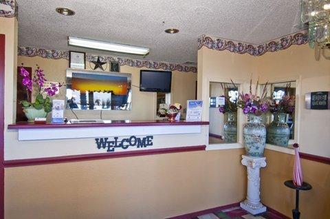 фото Americas Best Value Inn Buda 488538871