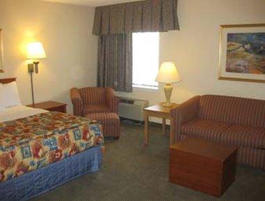 фото Baymont Inn & Suites Detroit Airport Romulus 488539821