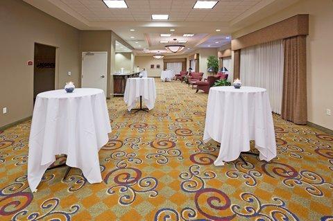 фото Holiday Inn Conference Ctr Marshfield 488546382